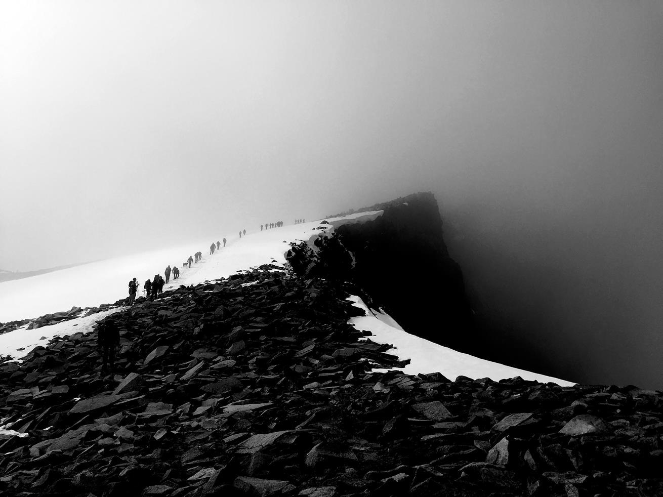 719cd344 Fra Juvvasshytta må man krysse Styggebreen for å nå Galdhøpiggen, Norges  høyeste fjell (2469 moh). Om hundre år kan nesten alle breer være borte.